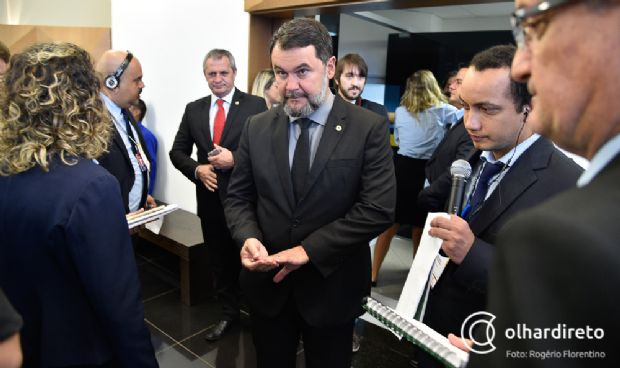 Oscar Bezerra (com Dilmar ao fundo) declinou em favor de Pedro Satélite, na presidênica da  CCJ