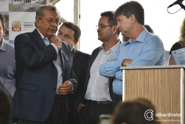 Carlos Brito (d) ao lado de Jayme Camposo e Eduardo Botelho, durante evento da UFMT