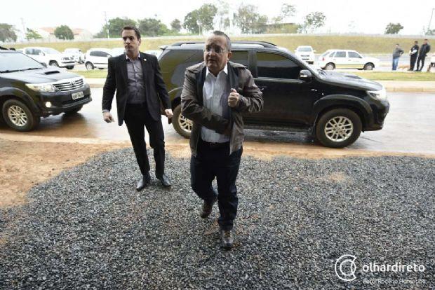 Governador afirma que vagões do VLT serão vendidos se MP continuar reprovando acordo com consórcio