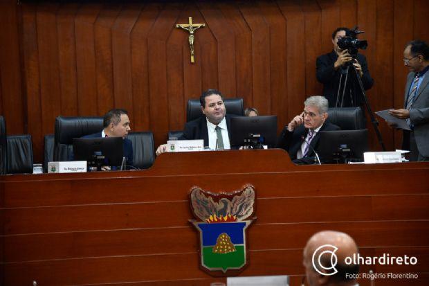 Malheiros mantém demissão de 472 servidores e resume ao plenário atos da Câmara de Cuiabá; Pinheiro pede prazo