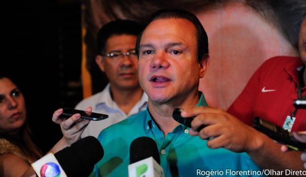 Fagundes vê Taques abandonado por companheiros e trocando acusação com aliados