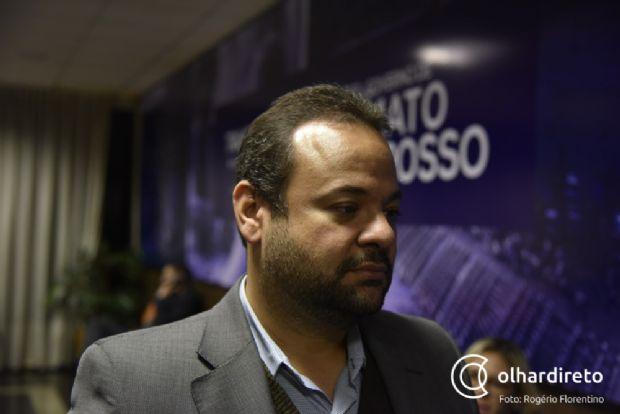"""""""Converso muito, ouço todos e trato com respeito"""", explica José Adolpho sobre deputados aprovarem LDO e RGA rapidamente"""