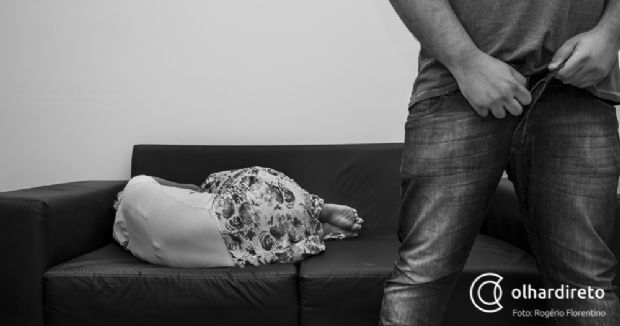 Mulher é estuprada pelo vizinho, agredida e mantida como refém por mais de 10 horas