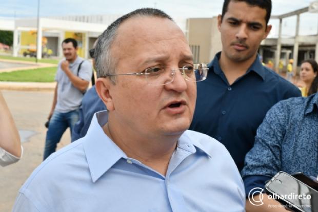 """""""Pra ser candidato, não pode ficar com medinho"""", provoca Pedro Taques em desafio a Mendes"""