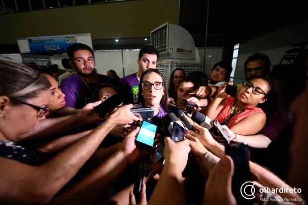 """Janaina rebate novato que quer """"concorrer com os antigos"""" e defende união dos deputados"""