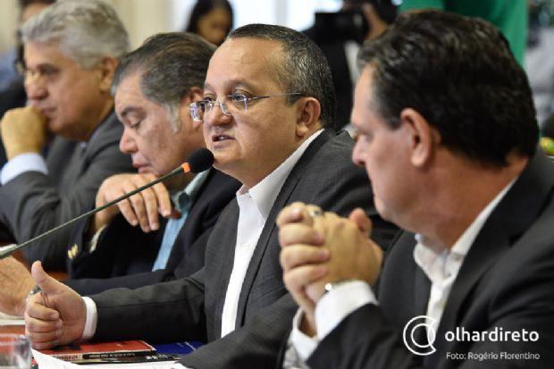 Pedro Taques, ao centro, entre Carlos Fávaro e Sarney Filho
