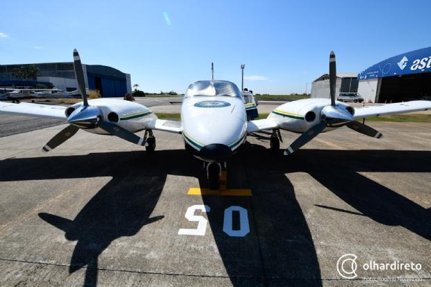 Reformado, avião de Silval começa a operar pela Sesp e Taques inaugura hangar