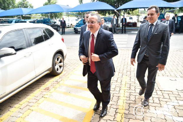 Pedro Taques comunica deputados sobre projeto de reeleição em 2018 e recebe manifestações de apoio