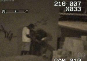 Polícia flagra jovem fazendo sexo com 5 homens para recuperar celular