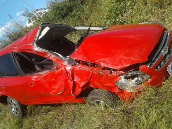 Gerente de posto perde direção de carro, capota e morre em acidente em rodovia federal
