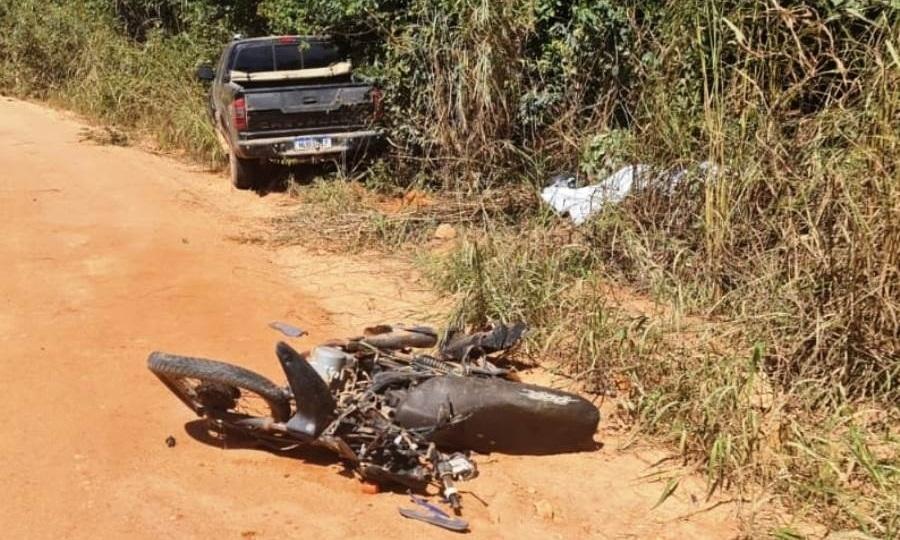 Idoso tem perna amputada e morre após colisão de moto com S10 em estrada de chão
