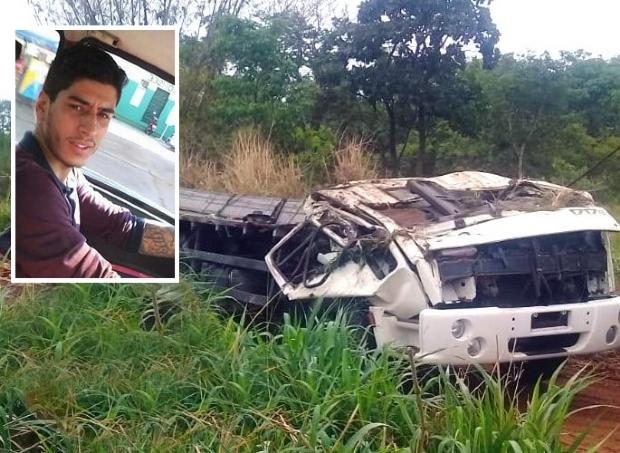 Caminhão carregado de cachaça tomba na BR-163 e motorista morre