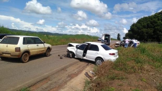 Três pessoas da mesma família morrem em colisão entre carros