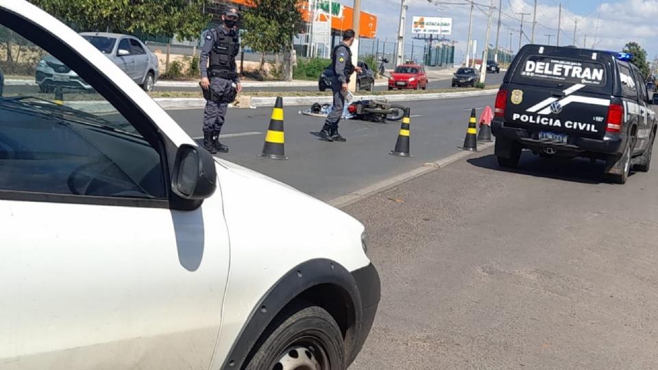 Motociclista morre em acidente em frente ao Sesi Papa e vacinação é paralisada; fotos e vídeo