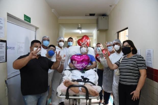 Após ficar 23 dias em UTI com Covid-19, secretário deixa Hospital São Benedito