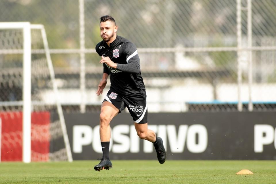 Giuliano em treino do Timão