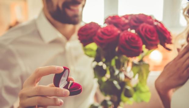 Pedido de casamento termina na delegacia após noiva pedir para 'conhecer melhor ' o companheiro