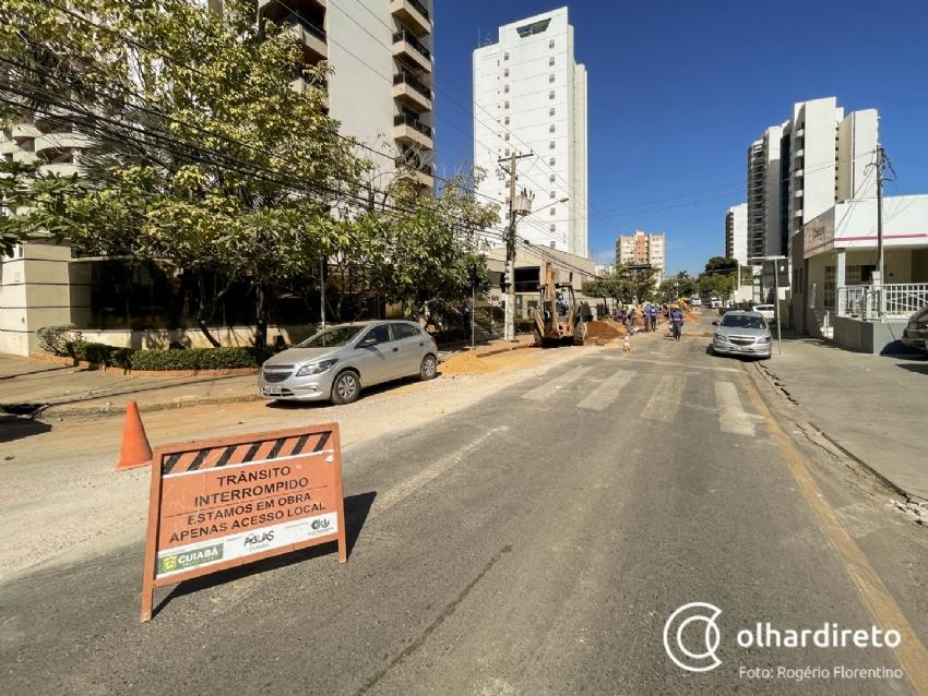 Trânsito da região Central de Cuiabá voltará a ser fechado após avanço na implantação da rede de esgoto