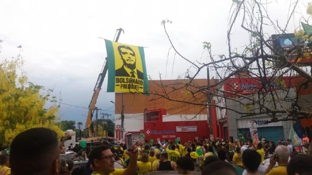 Na véspera da eleição, seguidores de Bolsonaro fazem última carreata em Cuiabá
