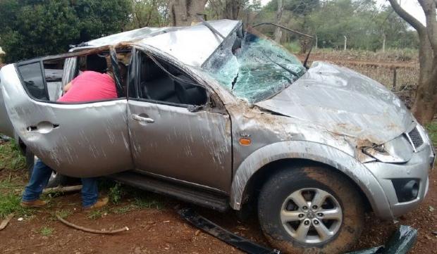Caminhonete capota e dois homens ficam feridos em rodovia estadual