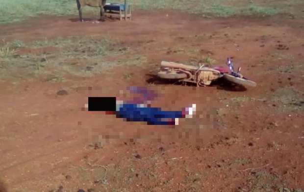 Mulher de 29 anos morre decapitada após motocicleta colidir em cerca de arame