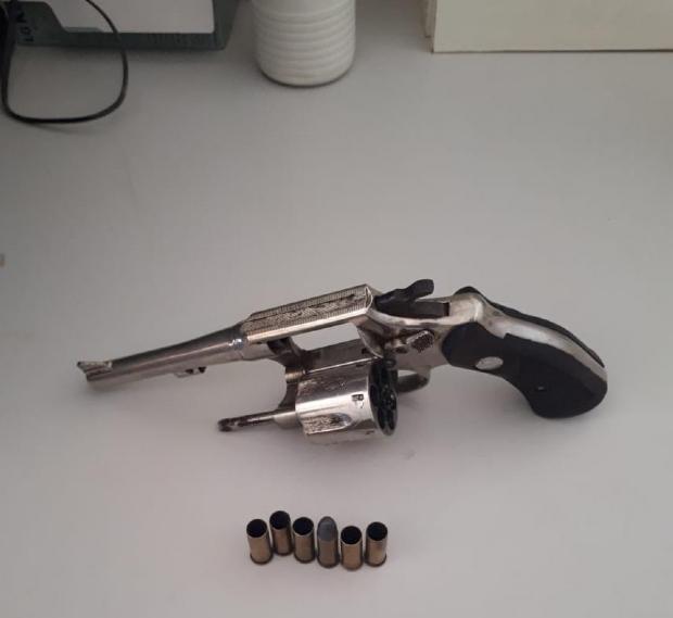Arma usada no crime foi localizada pelos policiais
