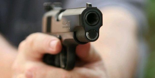 Homem atira na nuca e queixo de ex-mulher e tenta se matar após crime