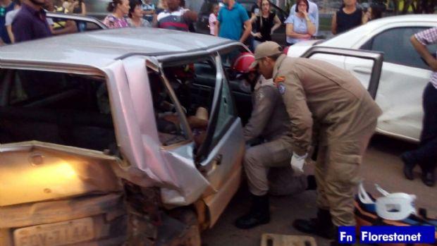 Motorista alcoolizado é preso após colidir contra quatro carros e uma moto; suspeito fazia manobras perigosas
