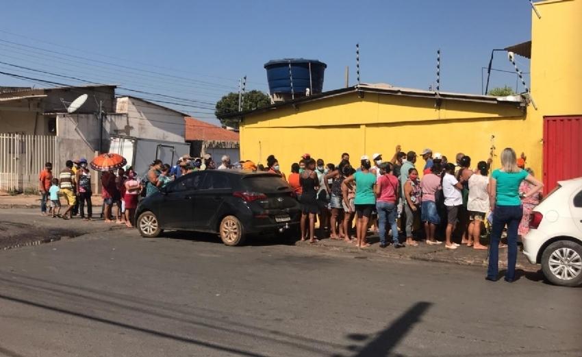 Assistência Social faz levantamento de famílias que buscam ossinhos em açougue de Cuiabá