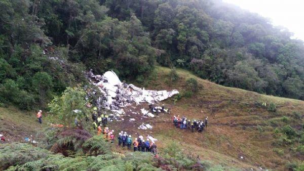 Ex-jogador do Luverdense que sobreviveu a tragédia com avião da Chapecoense teve fratura na bacia e perna;  fotos