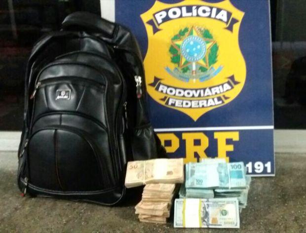PRF apreende R$ 134 mil e quase U$ 10 mil com passageiro de ônibus interestadual