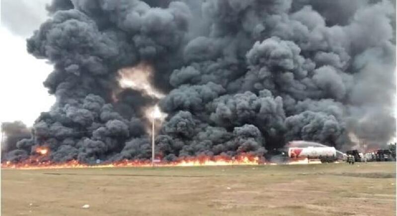 Carreta carregada de diesel tomba e pega fogo na BR-163;  veja vídeo