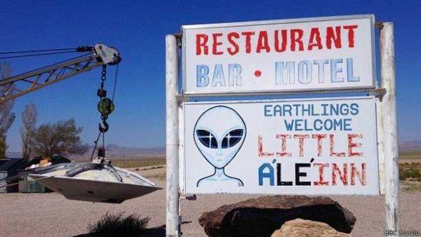 Restaurante e motel recebe turistas fanáticos por óvnis e teorias da conspiração há anos.