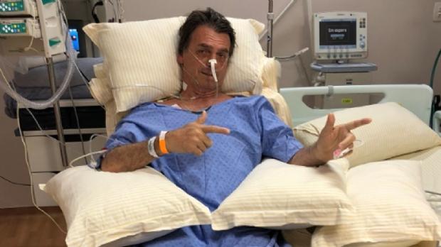 Jair Bolsonaro passa por cirurgia de emergência; problema no intestino