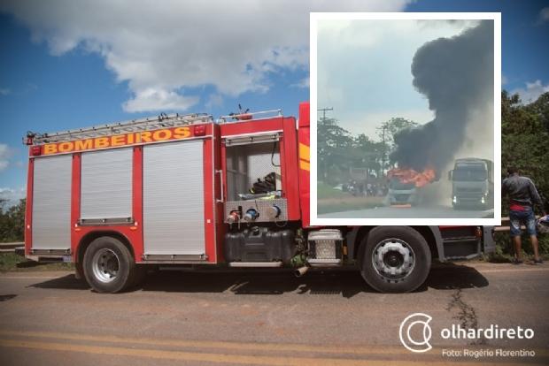 Ônibus com passageiros fica totalmente destruído após pegar fogo na BR-364