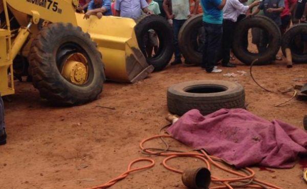 Borracheiro morre após pneu de pá-carregadeira estourar durante conserto