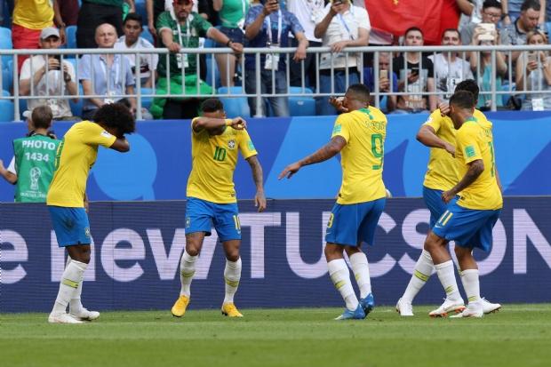 Brasil comemorando Gol contra o México