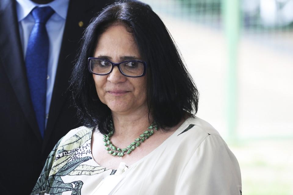 Em Cuiabá, Ministra Damares lança programa para reduzir riscos de comportamentos problemáticos familiares