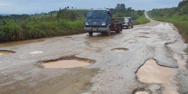 Médico sofre acidente em rodovia; Causa de capotamento seriam os buracos