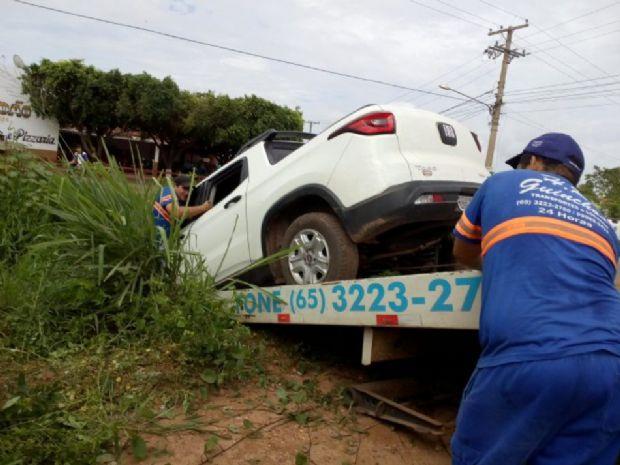 Bandido é baleado após roubar caminhonete de ex-vereadora