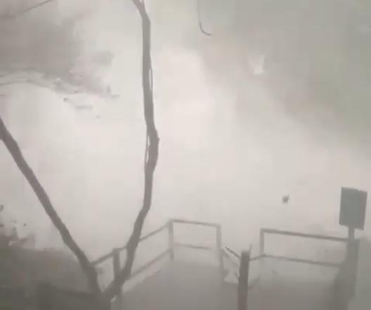 Vídeo registra cabeça d'água em cachoeira após forte chuva em MT; veja