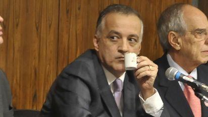 Cachoeira teria tentado cometer suicídio em presídio, afirma defesa
