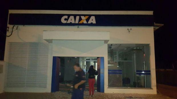 Bando que atacou agência da Caixa disparou por 20 minutos contra sede da PM e 'rondou' casa de policiais