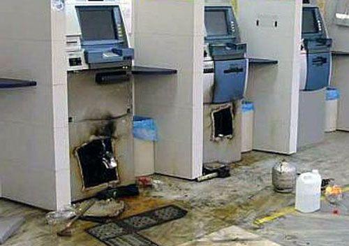 Quadrilha fortemente armada explode seis caixas eletrônicos e danifica agência do Banco do Brasil