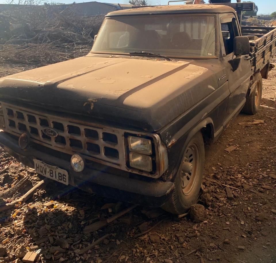 Caminhonete utilizada por bando do 'Novo Cangaço' quebrou em meio a fuga; bandidos recebiam mantimentos