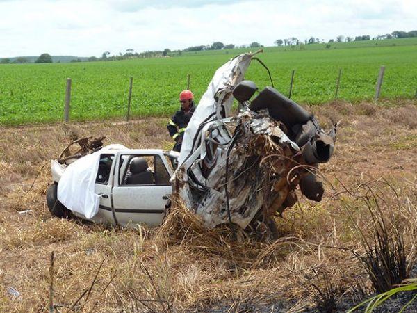 Caminhonete é partida ao meio e motorista morre na hora em colisão