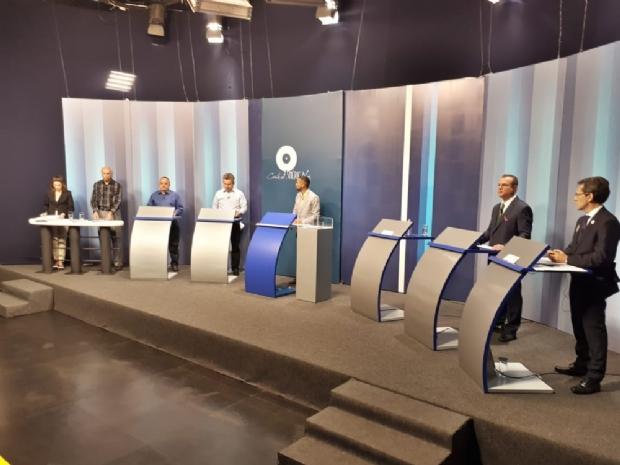 Isolado, Pedro Taques vê adversários digladiarem no último debate antes do 1º turno