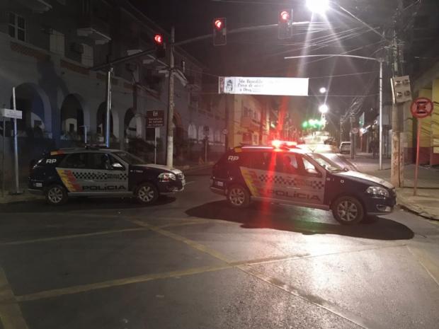 Polícia fecha Getúlio Vargas e cerca banco por suspeita de assalto;  vídeo e fotos