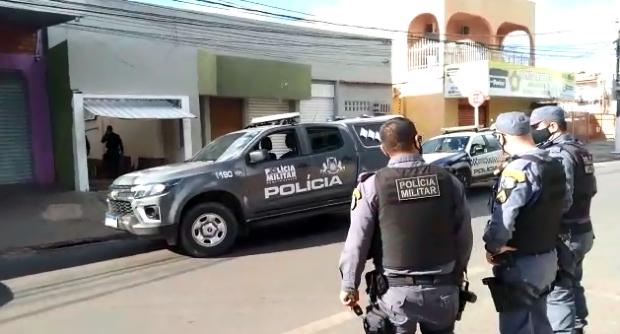 Policiais fazem perseguição de helicóptero pelo centro da cidade e prendem ladrão de carro