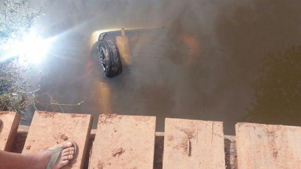 Carro cai em lagoa mata recém-nascido e mais duas crianças; quatro ficaram feridos